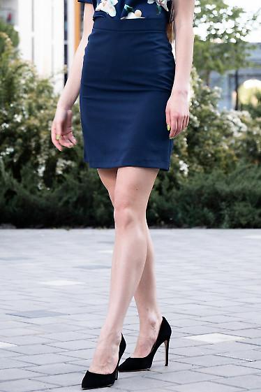Короткая темно-синяя юбка. Деловая женская одежда фото