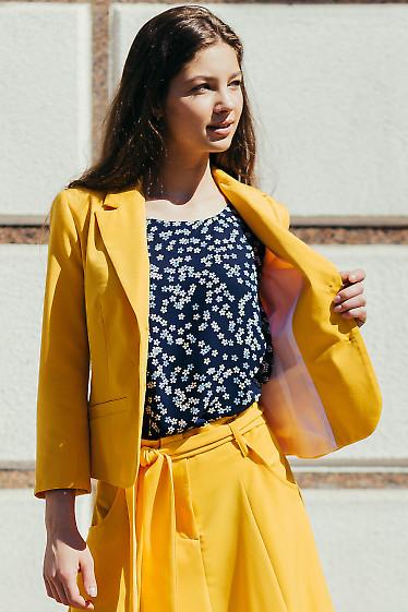 Яркий короткий жакет желтого цвета. Деловая женская одежда фото